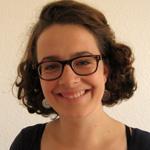 Foto Friederike Blum, Porträt-Foto, sie lächelt in die Kamera